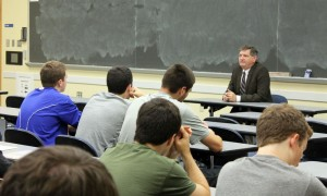 New York Times reporter  James Risen talks with students at the University of Maryland.