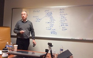 Dan Gillmor, director of the Knight Center for Digital Media Entrepreneurship at the Walter Cronkite School of Journalism and Mass Communication at Arizona State University, leads a discussion with fellows at an entrepreneurship workshop in January 2013. AJR/Sean Mussenden.