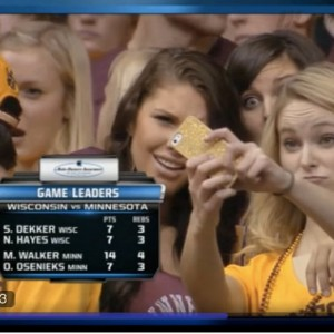 Yahoo! Sports coverage of Minnesota Gophers fans taking a selfie.
